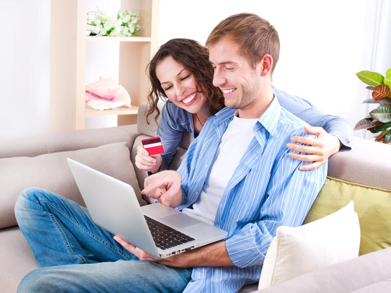 Setting-up-an-online-business-course-online-shopping-happy-couple-on-sofa